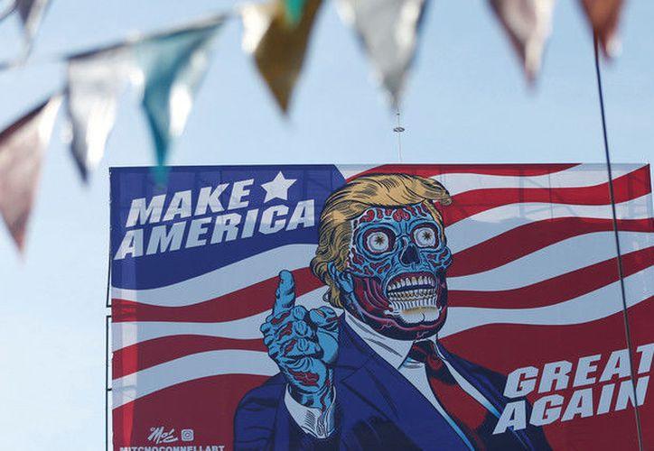 """La imagen está acompañada por el lema """"Has América [Estados Unidos] grande otra vez"""". (Henry Romero / Reuter)."""