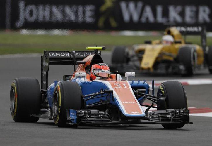 Esteban Ocon, piloto francés, quien aparece en las prácticas del Gran Premio de México, es el nuevo compañero de Sergio 'Checo' Pérez, en la escudería Force India. (Archivo/AP)