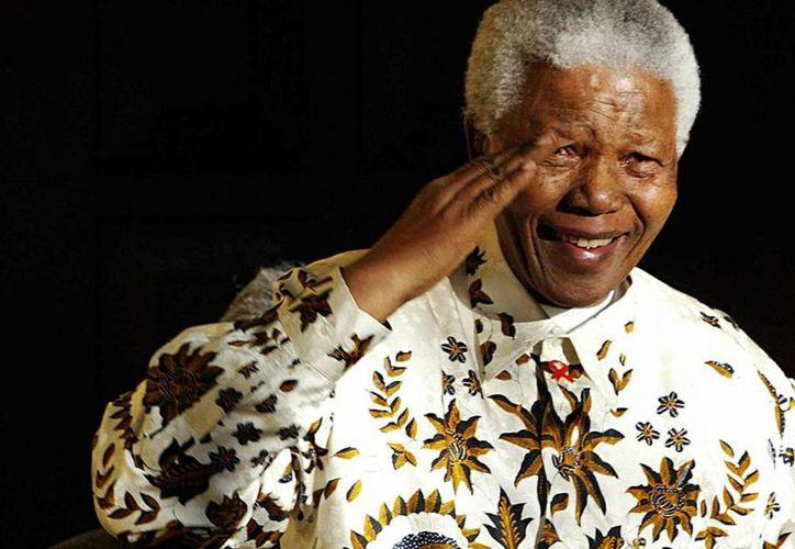 Nelson Mandela muere a la edad de 95 años. El presidente de Sudáfrica, Jacob Zuma, dijo que recibirá un funeral del estado. (Internet)