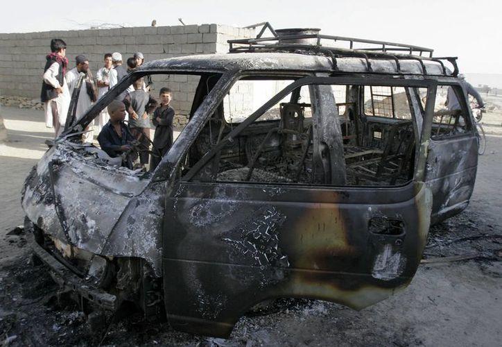 Vehículo implicado en un ataque suicida en la provincia de Ghazni. (Agencias)