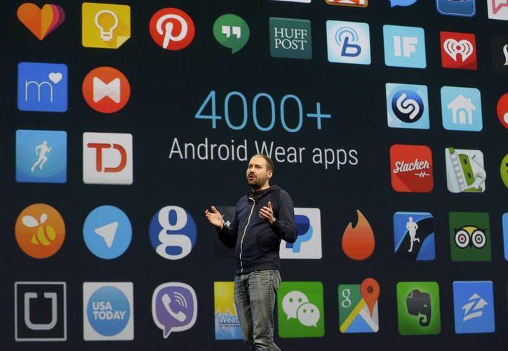 David Singleton de Google anunció que existen más de 4 mil aplicaciones para su sistema operativo de móviles, Android Wear. (Foto: AP)