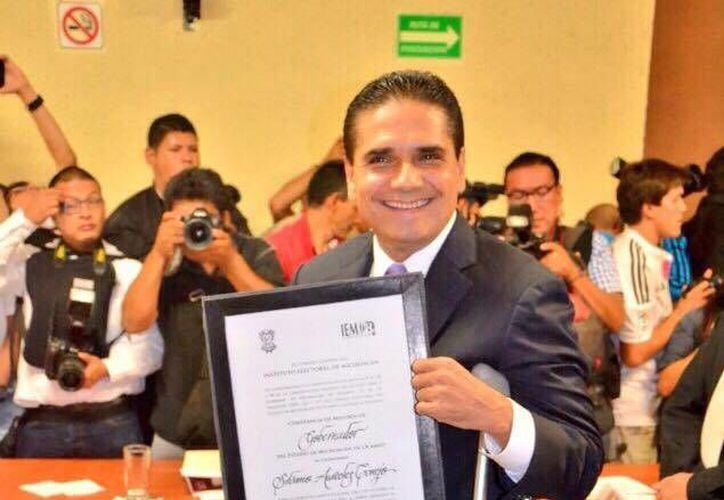 El gobernador electo de Michoacán agradeció la confianza de los ciudadanos que le favorecieron con su voto. (Facebook/Silvano Aureoles Conejo)