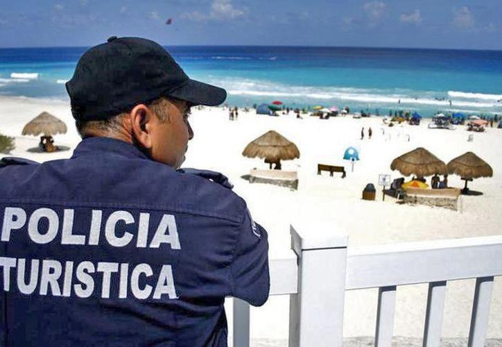 Policías buscan brindar una mejor atención a los visitantes estadounidenses. (Contexto)