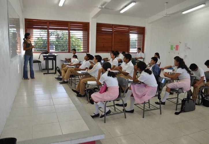 Participaron dos secundarias generales, una secundaria técnica y cinco telesecundarias de Quintana Roo. (Harold Alcocer/SIPSE)