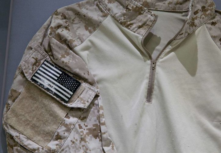 Robert O'Neill donó a un museo la camiseta que utilizó en el operativo donde murió Osama Bin Laden. (AP)