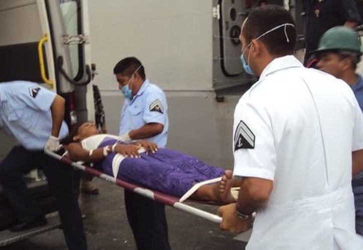 Algunos de los balseros rescatados en Yucatán tuvieron que ser hospitalizados. (SIPSE)