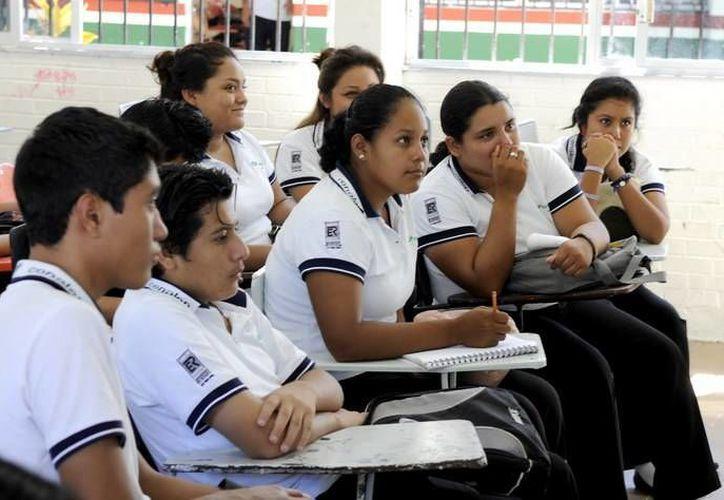 Secretaría de Salud trabaja en la prevención de embarazos, contagio de enfermedades sexuales y adicciones en los jóvenes. (Redacción/SIPSE)