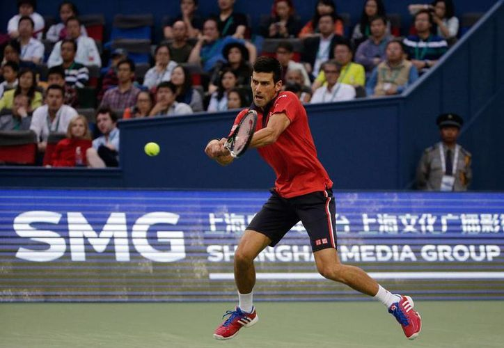 Novak Djokovic acabó en 2 sets con el francés Jo-Wilfred Tsonga para llevarse el Master de Shangái, su noveno título de 2015. (AP)
