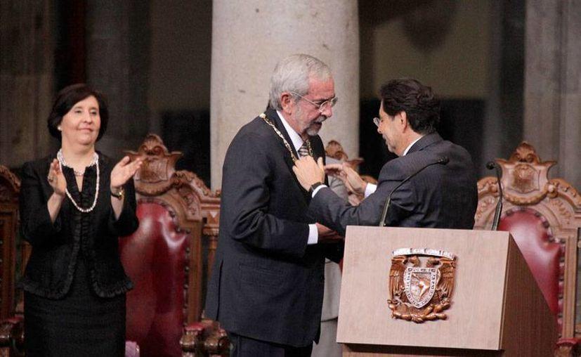 En su toma de protesta como nuevo rector de la UNAM, Luis Graue Wiechers, anunció cambios en la estructura organizacional de la institución y recorte de gastos. (NTX)