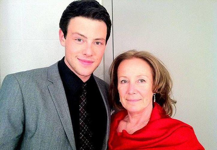 Cory Monteith con su madre, Ann McGregor. (dailyentertainmentnews.com)