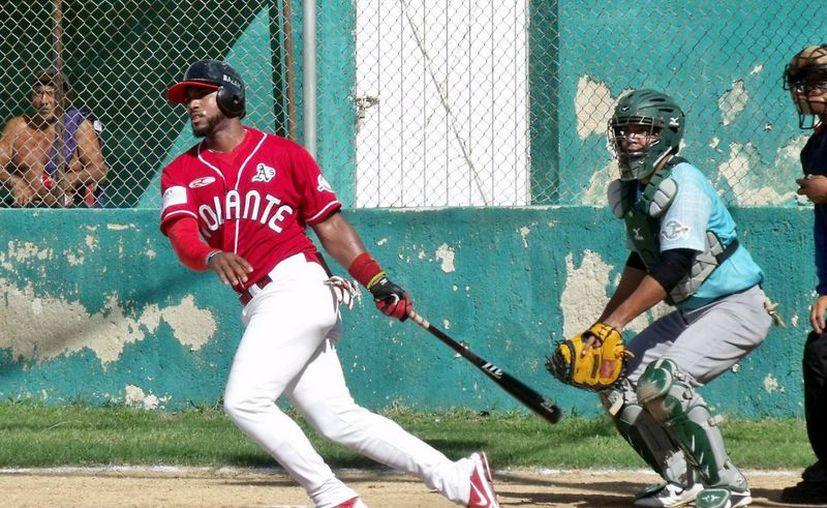 Osmier Madera, el mejor tumbabardas de la Liga de Beisbol Estatal 'Naxón Zapata' de Invierno. (Milenio Novedades)