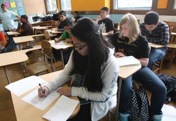 La prueba que presentarán los estudiantes de Arizona es la misma que aplica la Oficina de Servicios de Inmigración y Ciudadanía de Estados Unidos. (diario.mx)