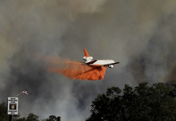 En un momento, las llamas se expandían a 202 hectáreas (500 acres) por hora. (Agencias)
