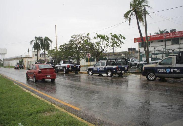 Para desahogar el hacinamiento que existe en el Cereso de Chetumal, presos federales han sido enviados a otras penitenciarias estatales. (Harold Alcocer/SIPSE)