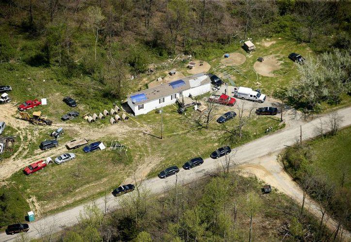 Esta foto aérea muestra uno de los sitios que están siendo investigados por el homicidio de ocho familiares en el condado Pike, Ohio. (Agencias)
