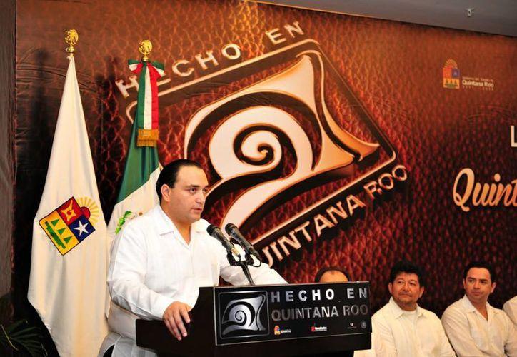 El gobernador Roberto Borge Angulo formuló un reconocimiento a las 20 empresas que tramitaron su solicitud para utilizar el distintivo. (Cortesía/SIPSE)