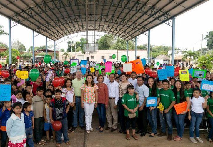 La presidenta del DIF Yucatán, Sara Blancarte de Zapata, fue la encargada de inaugurar los centros en Tzucacab y Chacsinkín. (Milenio Novedades)