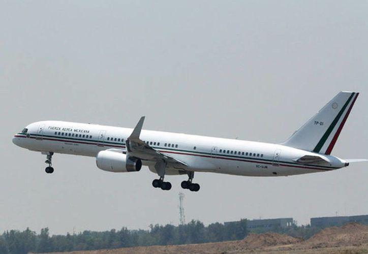Parte Peña Nieto en el avión TP-02 rumbo a Cali. (Internet)