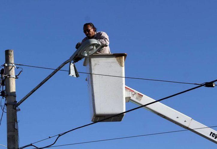 El Ayuntamiento de Mérida pagaba siete millones de pesos al mes por la renta de las lámparas a ABC Leasing. (SIPSE/Archivo)