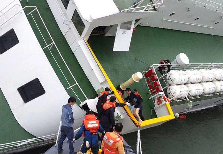 La historia se repite: un ferry se hundió en Bangladesh, aunque aún no se sabe el número de víctimas. La imagen corresponde a un ferry de Corea del Sur que naufragó hace unas semanas. (AP)