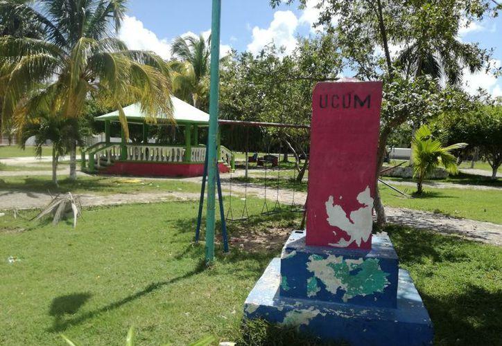 El parque de Ucúm no ha recibido mantenimiento desde hace 10 años, denuncian los habitantes. (Carlos Castillo/SIPSE)