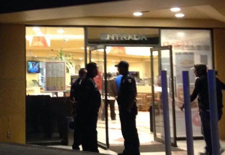 Tres hombres asaltaron a los comensales y al cajero del restaurante Vips. (Foto: Excélsior)