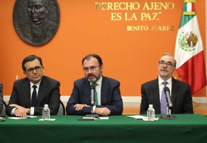El secretario de Relaciones Exteriores, Luis Videgaray, ofreció una rueda de prensa en la embajada de México en Washington. (Notimex)