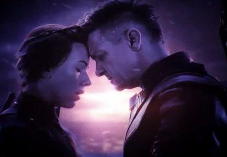 Marvel se enfocó en mostrar la gran relación que existía entre Black Widow  y Hawk Eye, pero la escena original dejaba el aspecto sentimental en segundo plano. (Internet)