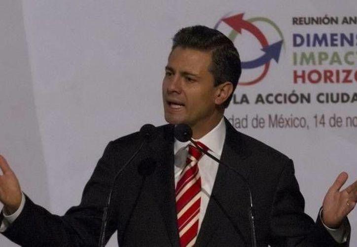 """""""La Fuerza Aérea es también un gran espacio para proyectar todo el potencial de nuestra juventud"""", dijo Peña Nieto. (Notimex)"""