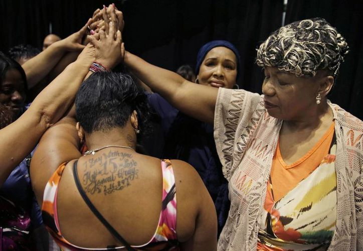 Inicialmente, la familia de Eric Garner solicitaba el pago de 75 millones de dólares alegando daños. En la imagen, aparecen su madre y hermanas. (AP)