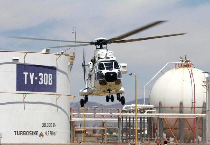 Desde el boom petrolero Pemex no reinvierte sus ingresos. (Notimex)