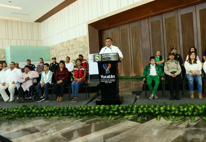 Rolando Zapata Bello, mandatario estatal envió su mensaje desde en el nuevo Centro Internacional de Congresos de Yucatán. (Israel Cárdenas/ SIPSE)