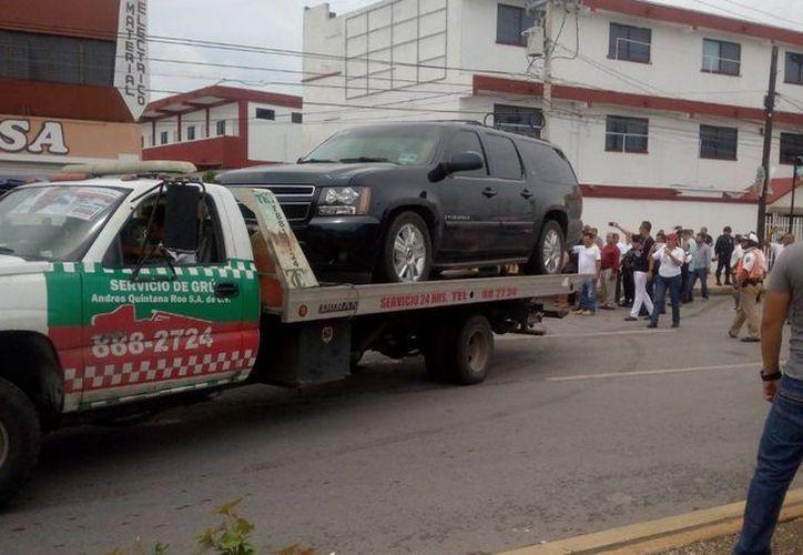 Un conflicto en la Supermanzana 60 terminó con la detención del vehículo de un senador, el panista Daniel Ávila Ruiz, de Yucatán. (SIPSE)