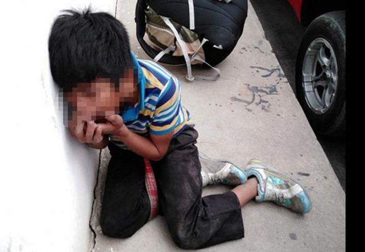 El pequeño fue ayudado por pobladores y trasladado para su atención médica. (Twitter @soy_502)