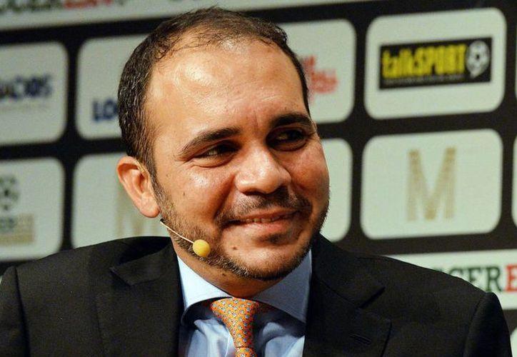 El príncipe jordano Ali Bin Al Hussein pretende hacer un cambio de fondo en la FIFA, por lo que anuncia su intención de postularse para dirigir el organismo. (theguardian.com/Foto de archivo)