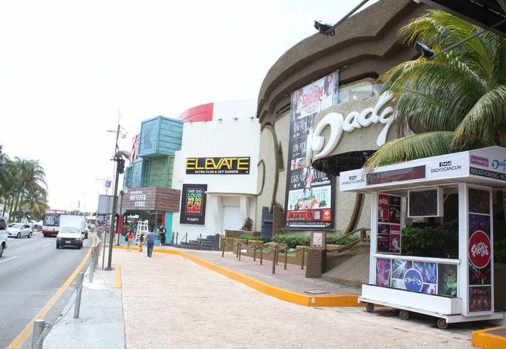 Las discotecas de la zona hotelera son las que principalmente incurren en estas acciones. (Sergio Orozco/SIPSE)