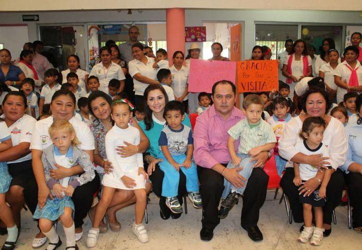 Las autoridades y los beneficiarios en el Centro de Desarrollo Infantil. (Cortesía/SIPSE)