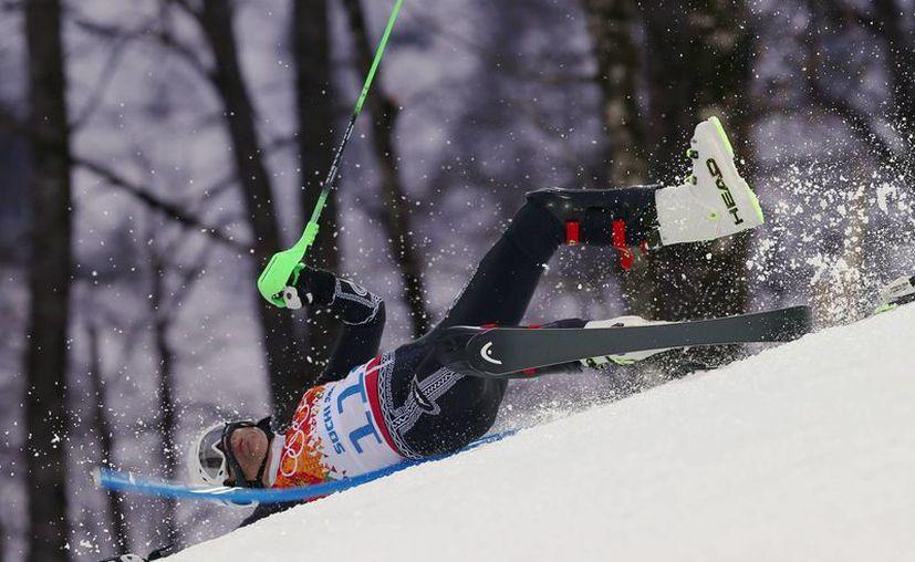 La caída de Hubertus lo privó incluso de poder terminar su prueba en Sochi. (Agencias)