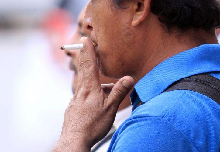 El tabaquismo es uno de los mayores riesgos para padecer cáncer de pulmón, según especialistas. En Yucatán, no hay forma de detectar a tiempo esta enfermedad y en 8 de cada 10 casos es mortal. (Milenio Novedades)