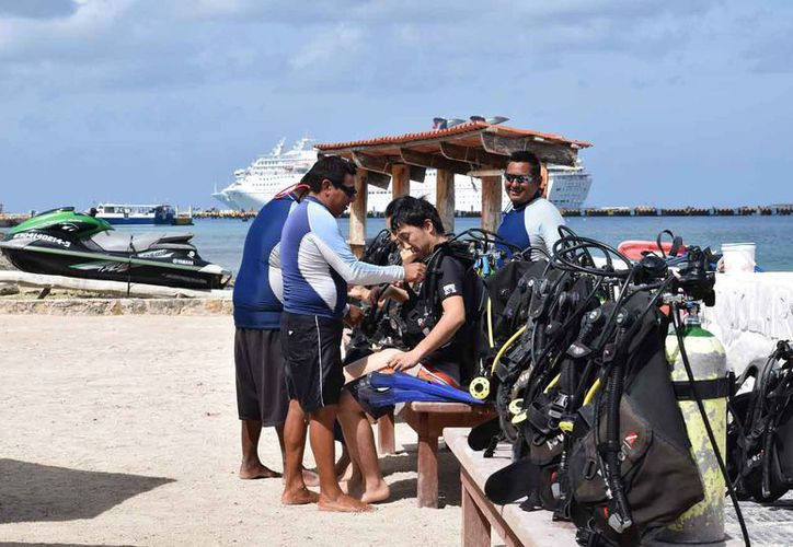 El área marina en buceo, esnórquel y embarcaciones es utilizado por tres mil personas. (Foto: Gustavo Villegas)