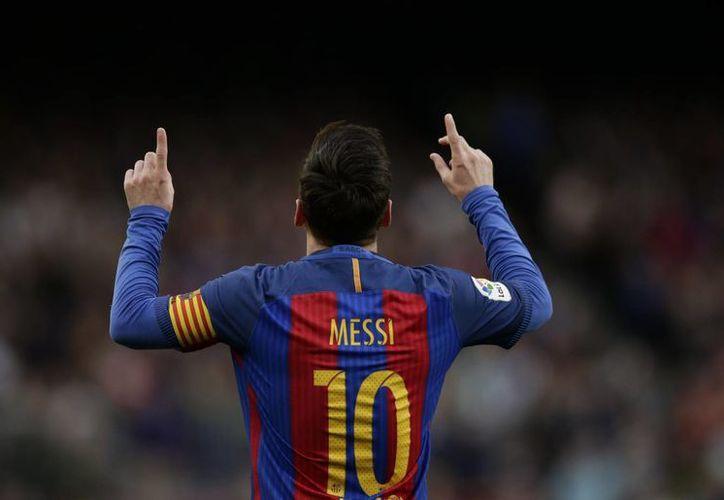 Con un contundente disparo de tiro libre, Lionel Messi anotó el segundo gol de la victoria del Barcelona ante Bilbao.(Manu Fernández/AP)