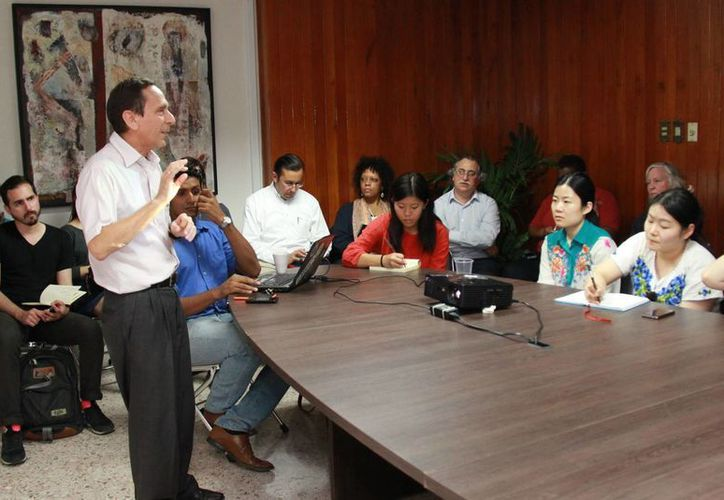 El programa de movilidad urbana de Mérida genera interés en estudiantes de EU. En la foto, estudiantes de Harvard en las instalaciones del Implan. (José Acosta/Milenio Novedades)