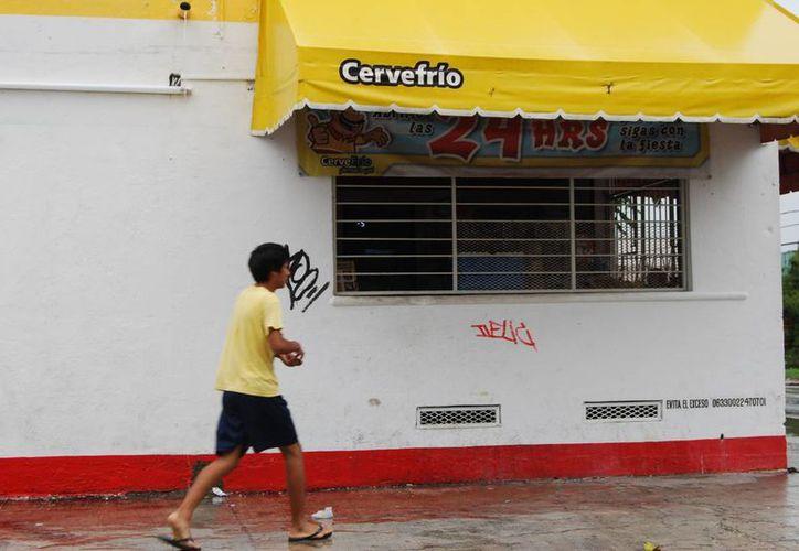 Los establecimientos suspenderán la venta de bebidas alcohólicas como parte de las elecciones. (Tomás Álvarez/SIPSE)
