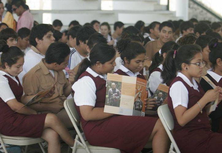 Impartirán a los jóvenes pláticas acerca del maltrato en el noviazgo, bullying, drogadicción y suicidios. (Paloma Wong/SIPSE)