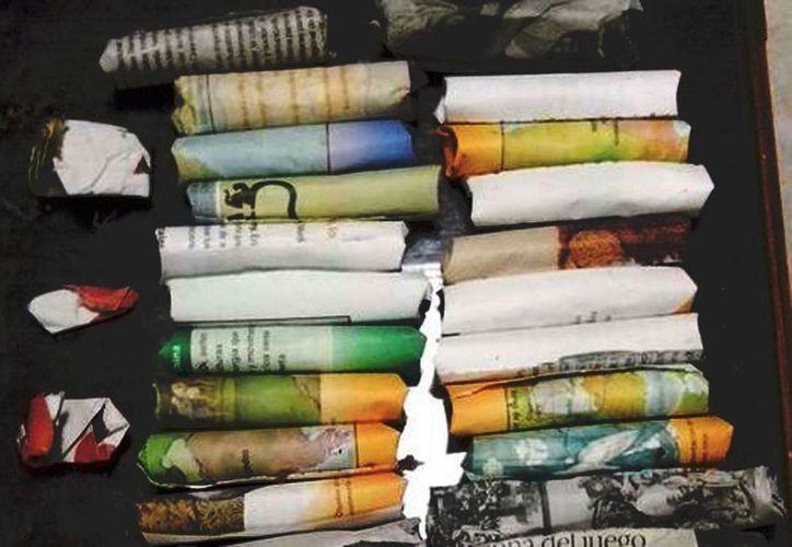 En casa de los niños que eran obligados a vender droga se encontraron 34 envoltorios de papel con hierba. (Hermes Chávez/Milenio)