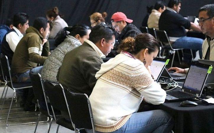 La Secretaría de Educación Pública (SEP) informó que en días pasados, 990 maestros de educación básica y media superior, del estado Guerrero y de la Ciudad de México, presentaron la Evaluación de Desempeño Docente. (Cuartoscuro).