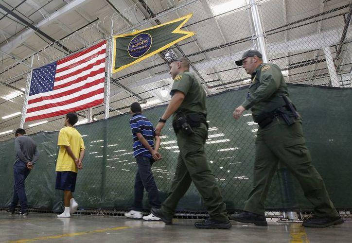 A pesar de la reducción de entrada de menores migrantes, los estados de EU se preguntan qué hacer con los que se encuentran bajo custodia en su territorio. (Archivo/AP)