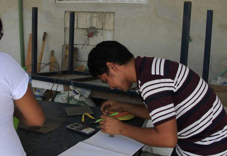Brindan  una atención especializada a los jóvenes que están en riesgo de truncar sus carreras. (Ángel Castilla/SIPSE)