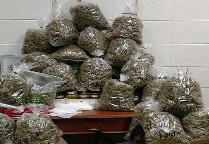 Los ancianos detenidos llevaban 28 kilos de marihuana para regalo navideño. (Foto: Debate)