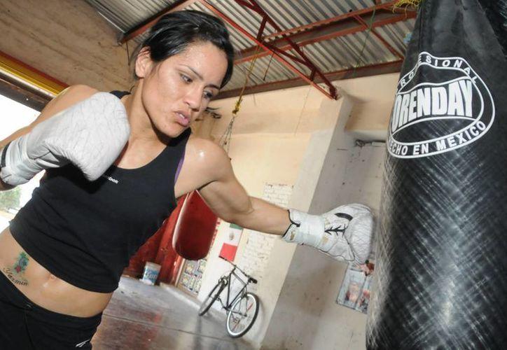 La boxeadora afirma que su hija es el motor de su carrera. (foto boxaldia.com)